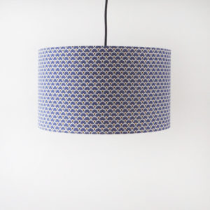abat-jour en tissu motifs éventails bleu violet